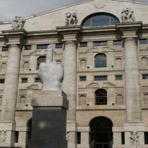 Il Governo è vicino alla crisi ma la Borsa di Milano corre: perché Piazza Affari snobba la politica