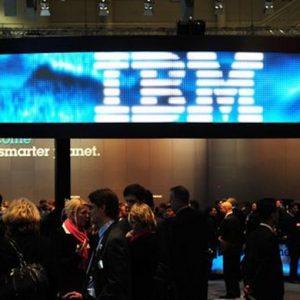 Ibm: utili III trimestre +7%, rivisti target 2011