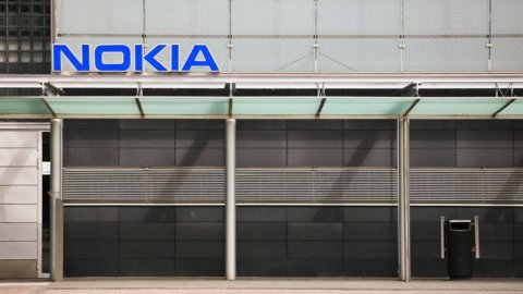 Fitch declassa Nokia a titolo spazzatura