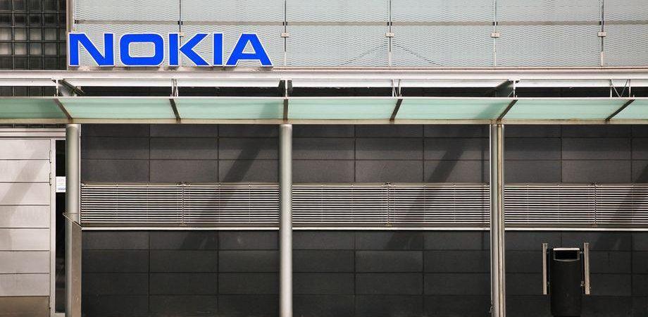 Nokia cede a Microsoft: boom in Borsa (+50%) e il suo dg potrebbe prendere la poltrona di Ballmer