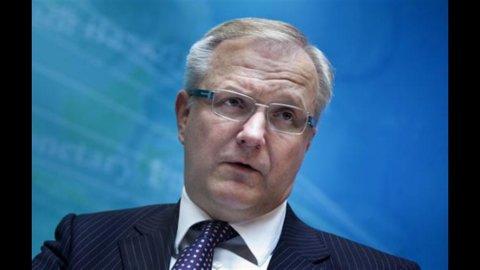 """Ue, Rehn: """"Torna rischio recessione"""". L'Italia mancherà il pareggio di bilancio"""