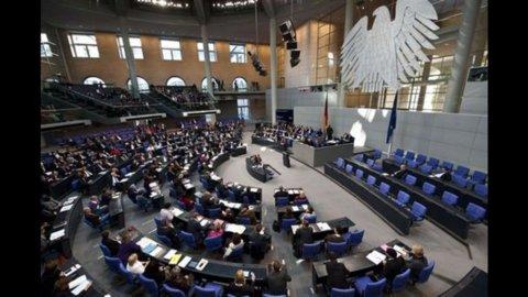 Banche Ue: voci su accordi per ricapitalizzare, dal Bundestag via libera a Merkel per Efsf