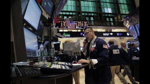 La Grecia manda al tappeto le Borse europee e Wall Street: Milano a -6,8%, banche ko,  spread a 455