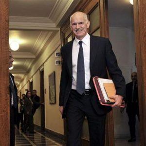 Grecia, Papandreou fa marcia indietro sul referendum