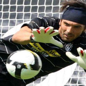 Calcio e business: Buffon diventerà il primo azionista di Zucchi. Intanto Di Benedetto-Roma è fatta
