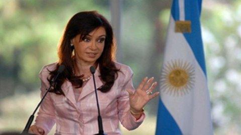 Argentina, Kirchner nei guai: disfatta alle primarie, malattia e ora il rischio default