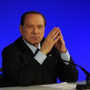 """Governo, domani si scoprono le carte. Berlusconi: """"Voglio vedere chi ha il coraggio di tradirmi"""""""