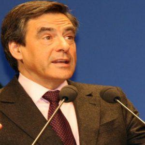 Francia, anticipata al 2017 la riforma delle pensioni: si lavorerà fino a 62 anni. Aumenta l'Iva