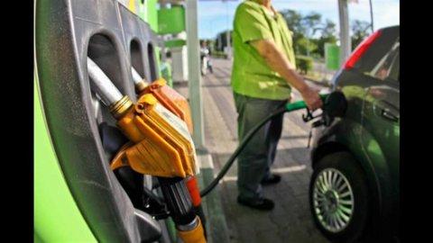 Carburanti sempre più cari: benzina 2,008 in Toscana e diesel a 1,843 nel Sud