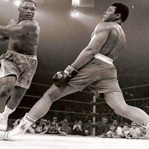 La boxe piange l'ex campione del mondo Joe Frazier: fu il primo a battere Alì ai punti nel 1971