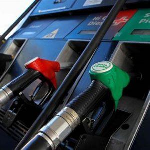 Benzina, negozi, pensioni, saldi, rincari di bollette e autostrade: le prime novità 2012