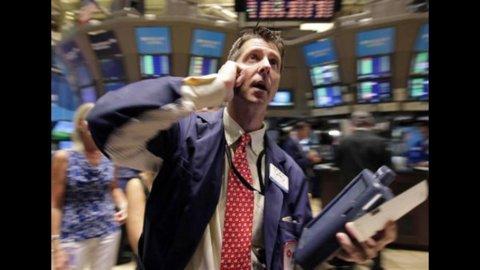 Allarme Italia: crolla la Borsa (-3,7%) e lo spread va a quota 570 con tassi sul Btp a 7,25%