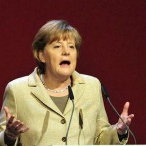 """Merkel: """"L'Italia recupera fiducia"""""""