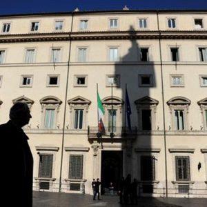 Tutti i misteri della politica italiana spiegati agli stranieri e il doppio miracolo atteso da Monti
