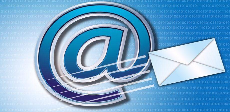 Italiani: Facebook, Twitter, ma non solo: la vecchia email non tramonta mai