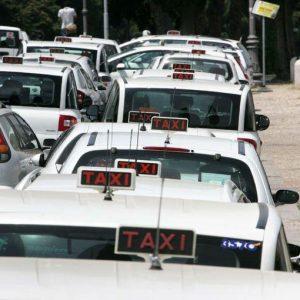 I taxi di Roma e Milano nel mirino dell'Antitrust