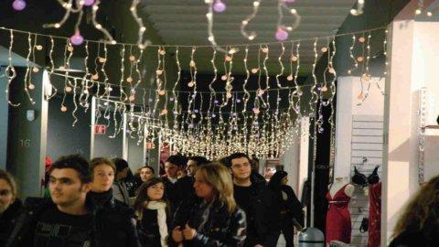 Natale in crisi: spesa per regali -8,1%, la metà degli italiani compra meno che nel 2010