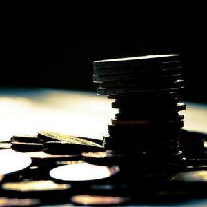 Euro quota 1,2157 dollari, ai minimi da due anni