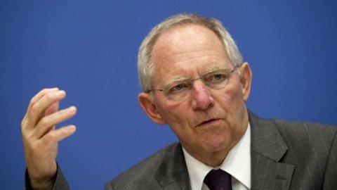 """Grecia, alta tensione tra Schaeuble e Draghi: """"Mario, non prendermi per stupido"""""""