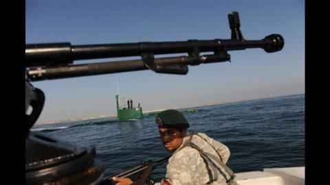 Tensione Usa-Iran: la V flotta non tollererà la chiusura dello stretto di Hormuz