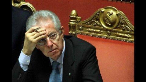 """Monti: """"Non occorre un'altra manovra"""". La conferenza stampa del premier"""