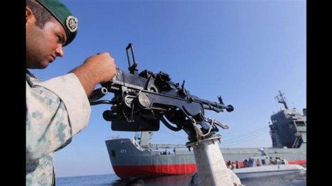 Iran-Usa: Hormuz, sale tensione. Portaerei americana passa attraverso lo stretto