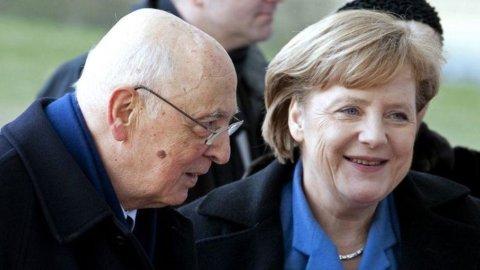 Wsj: Merkel chiamò Napolitano per chiedergli di sostituire Berlusconi. Il Quirinale smentisce