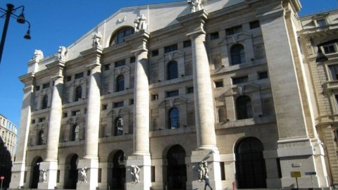 Piazza Affari sale, corrono le banche. Mediaset positiva nonostante la decadenza di Berlusconi