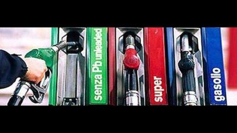 Benzina sempre più su: verde oltre 1,75 euro al litro