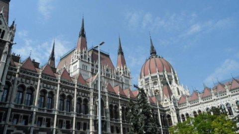 Ungheria: asta fallisce, rischio default