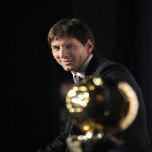 Messi come Platini: terzo Pallone d'Oro consecutivo. Ma è o no il migliore di sempre?