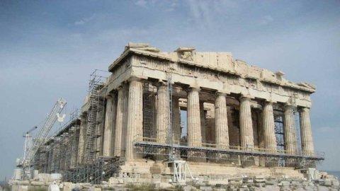 Grecia colloca 1,6 miliardi di bond, tassi in lievissimo calo