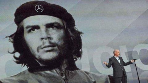 Che Guevara nuovo testimonial Mercedes. Infuria la polemica