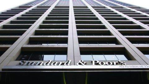 Standard & Poors: dopo il debito sovrano tagliato il rating dei colossi pubblici francesi
