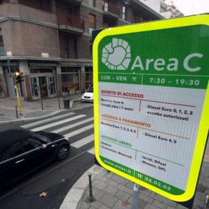 A Milano l'Area C ha i suoi difetti ma sta cambiando il modo di usare l'auto
