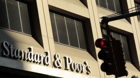 S&P: Unicredit, Intesa e Montepaschi rischiano il contagio