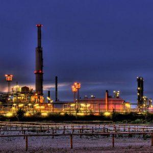 Materie prime: Iran e dollaro spingono i prezzi del petrolio