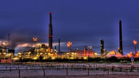 Petrolio, ancora una scoperta dell'Eni: in Egitto, a meno di 300 km da Alessandria