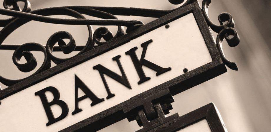 Banche sotto stress alla vigilia degli esami della Bce. Ma stamani Milano risale