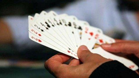 I mille dilemmi del Burraco: come disporre le carte e il primo scarto
