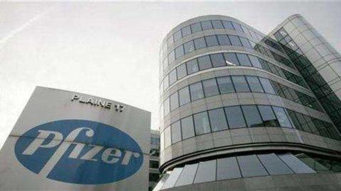 Pfizer: utili dimezzati nel quarto trimestre, riviste al ribasso le stime per il 2012