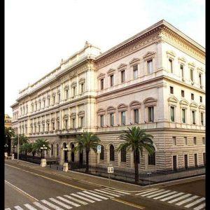 Bankitalia: le famiglie risparmiano meno, 12mila aziende fallite nel 2011