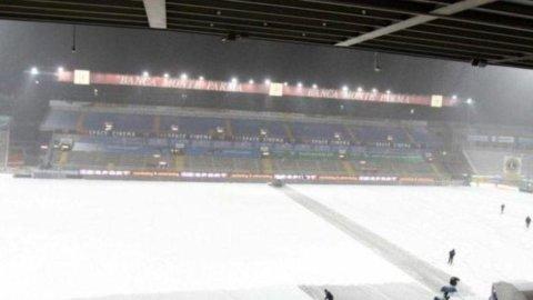 Calcio: neve e gelo, rinviate Bologna-Juventus e Parma-Fiorentina