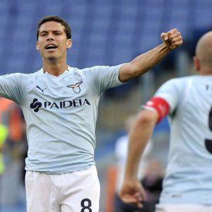 Calcio, la Juve non gioca ma Inter e Milan non ne approfittano: rossoneri ko a Roma con la Lazio