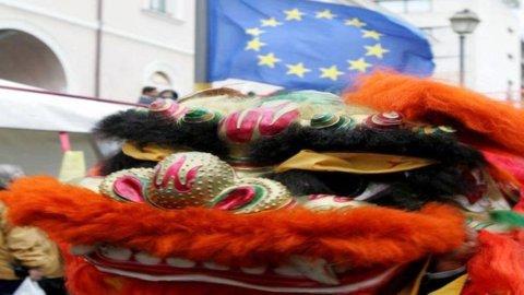 Cina, il 2012 è l'anno del Drago: secondo l'arte Feng-shui, porterà male alla Borsa e… alla Merkel