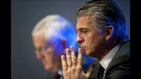 Ubs crolla nell'ultimo trimestre 2011, ma torna a distribuire dividendi
