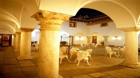 La Spagna e gli alberghi di Stato: gioielli difficili da vendere