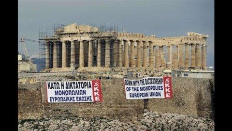 Grecia, continua il calvario: stasera si vota il piano anticrisi ma la piazza scende in sciopero