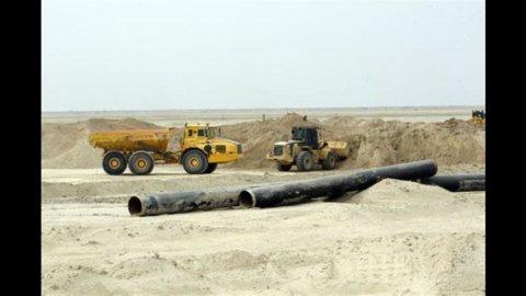 L'Iran blocca l'esportazione di greggio a 6 paesi dell'Ue, tra cui l'Italia