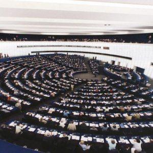 Crisi, ministro francese Moscovici: ricapitalizzare le banche con Esm